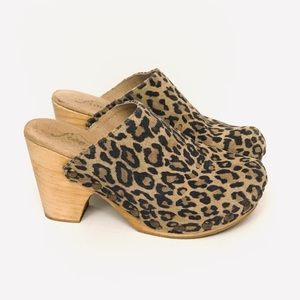 Free People Animal print cheetah leopard clogs